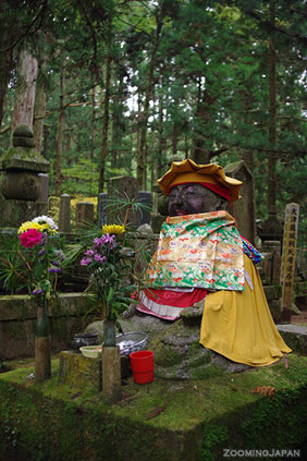 mount koya graveyard statue
