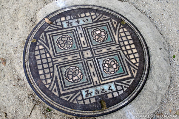 Manhole cover in Omura City, near Omura Park