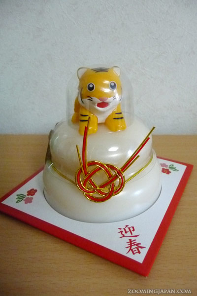 Omisoka Kagami Mochi bought in a supermarket with the zodiac of 2010, the tiger