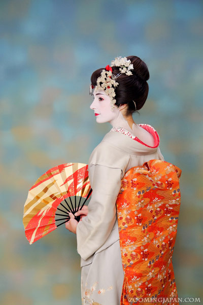 How To Do A Maiko Dress Up In Kyoto 187 Zooming Japan